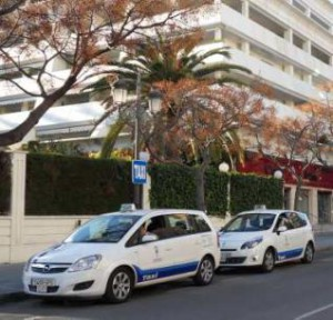 Imagen de los taxis de Marbella en una parada.