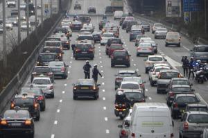 manifestacion-taxistas-paris-competencia-desleal-uber_1_2190633