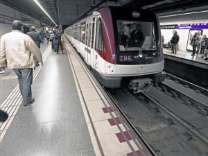pasajeros-anden-estacion-sagrada-familia-l-2-enero-del-2013-1404166095574