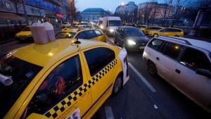 Centenares-bloquean-Budapest-protesta-Uber_EDIIMA20160426_0453_4