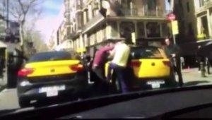 Brutal-pelea-entre-taxistas-en_54429310538_53699622600_601_341