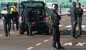 mossos-desquadra-vigilan-zona-desencoche-taxis-parte-superior-t-1-ayer-1357675548163